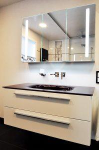 Burgbad Sys 30 mit Glaswaschtisch und V&B-Spiegelschrank
